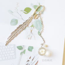 Load image into Gallery viewer, Creative Flower specimens Bookmark Pendant Metal Book mark Stationery School Office Supply Escolar Papelaria