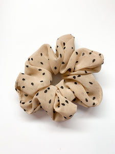 Sesame Seeds Scrunchie