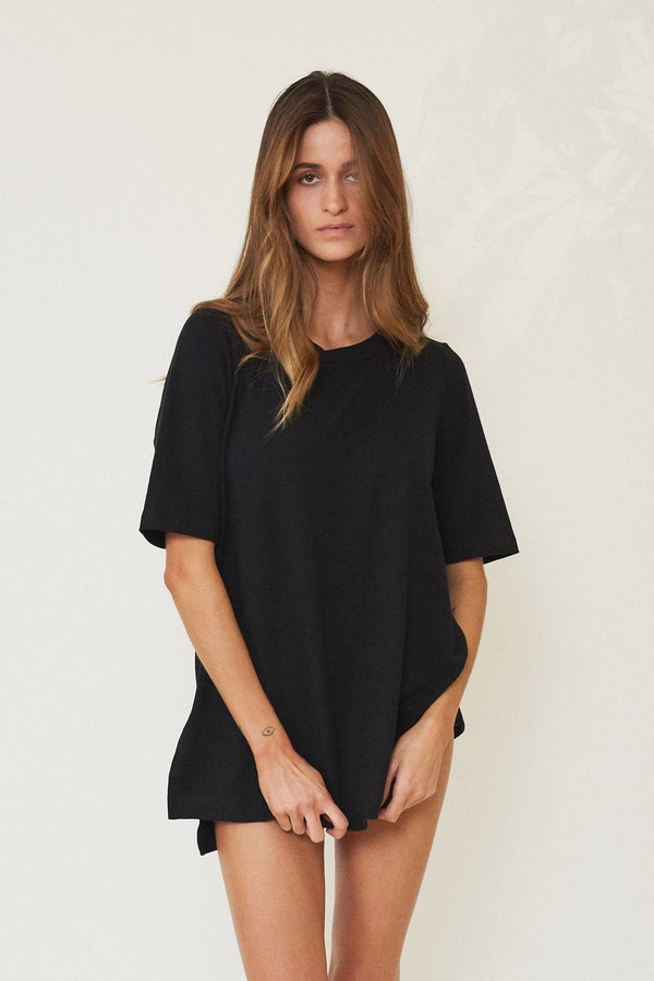 DAWN OVERSIZED BED TEE BLACK - LE BUNS