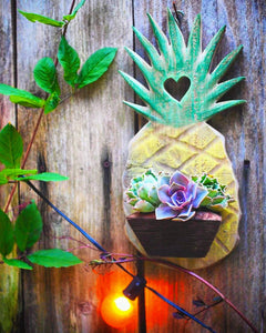 Pineapple planter for the wall