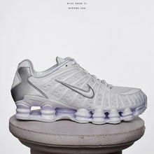 Load image into Gallery viewer, NIKE SHOX TL SZ 8.5