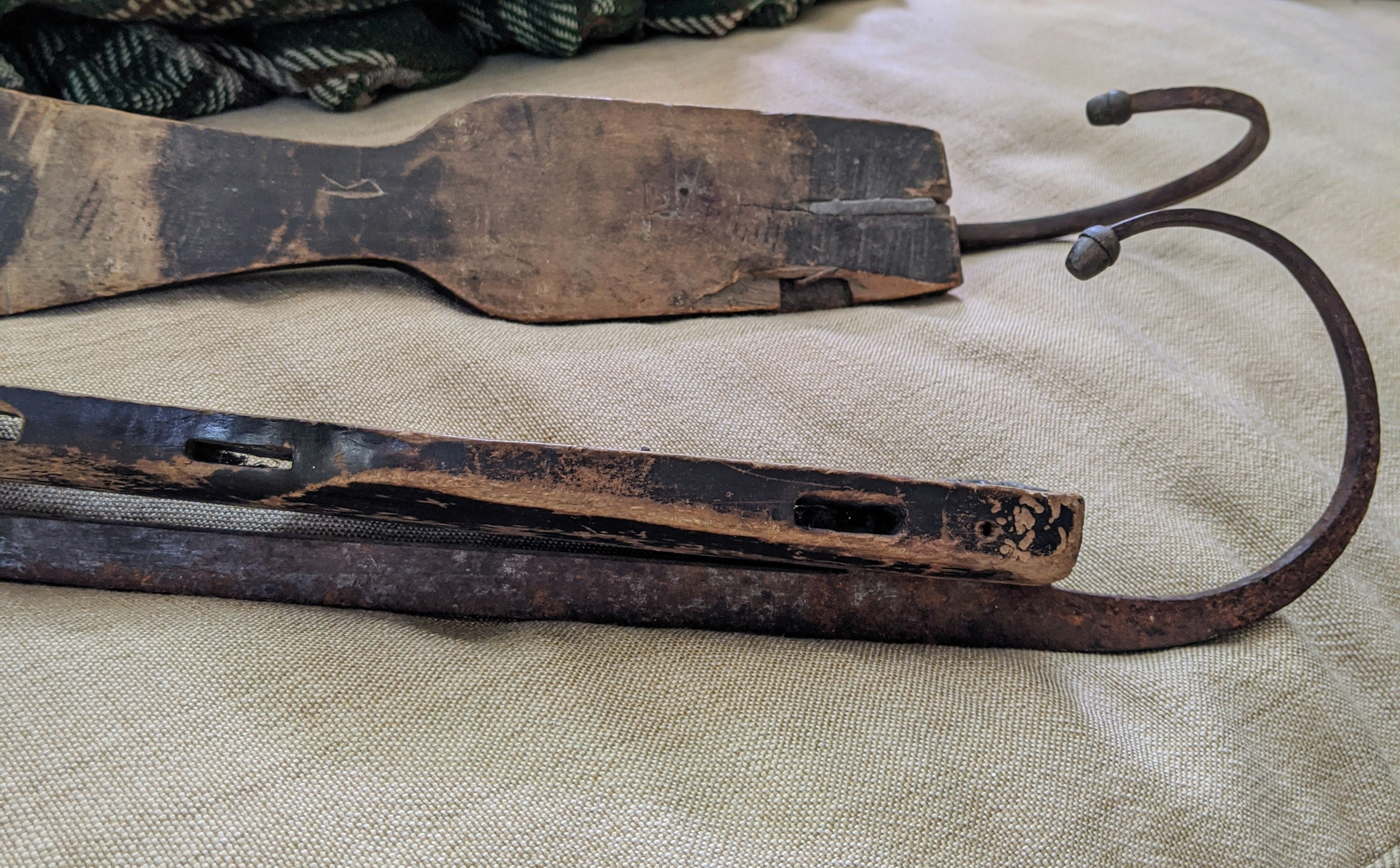 Antique Primitive Curled Blade  Skates