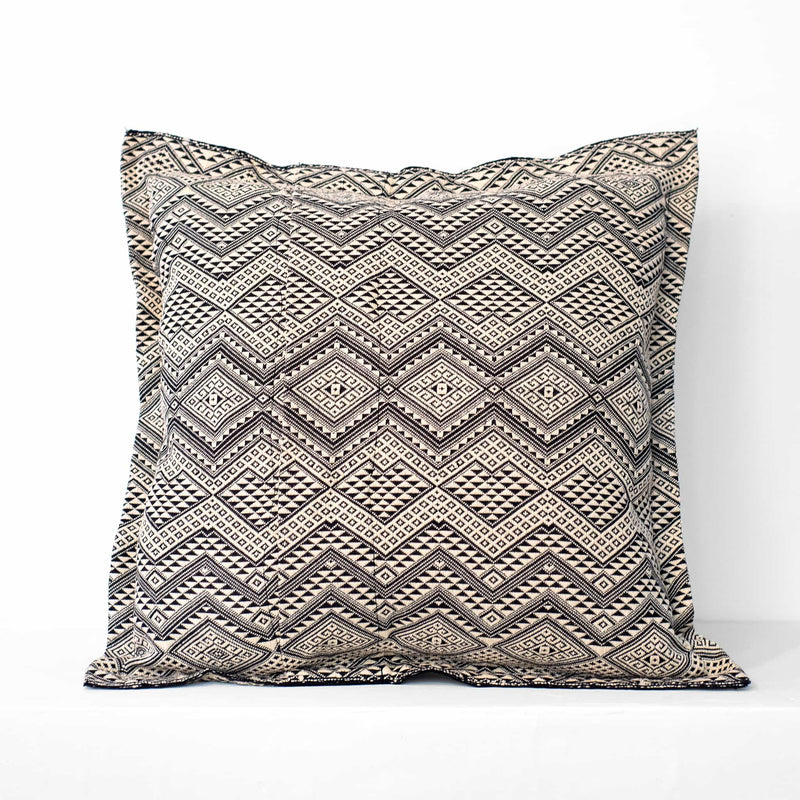 Naga Cushion – Black