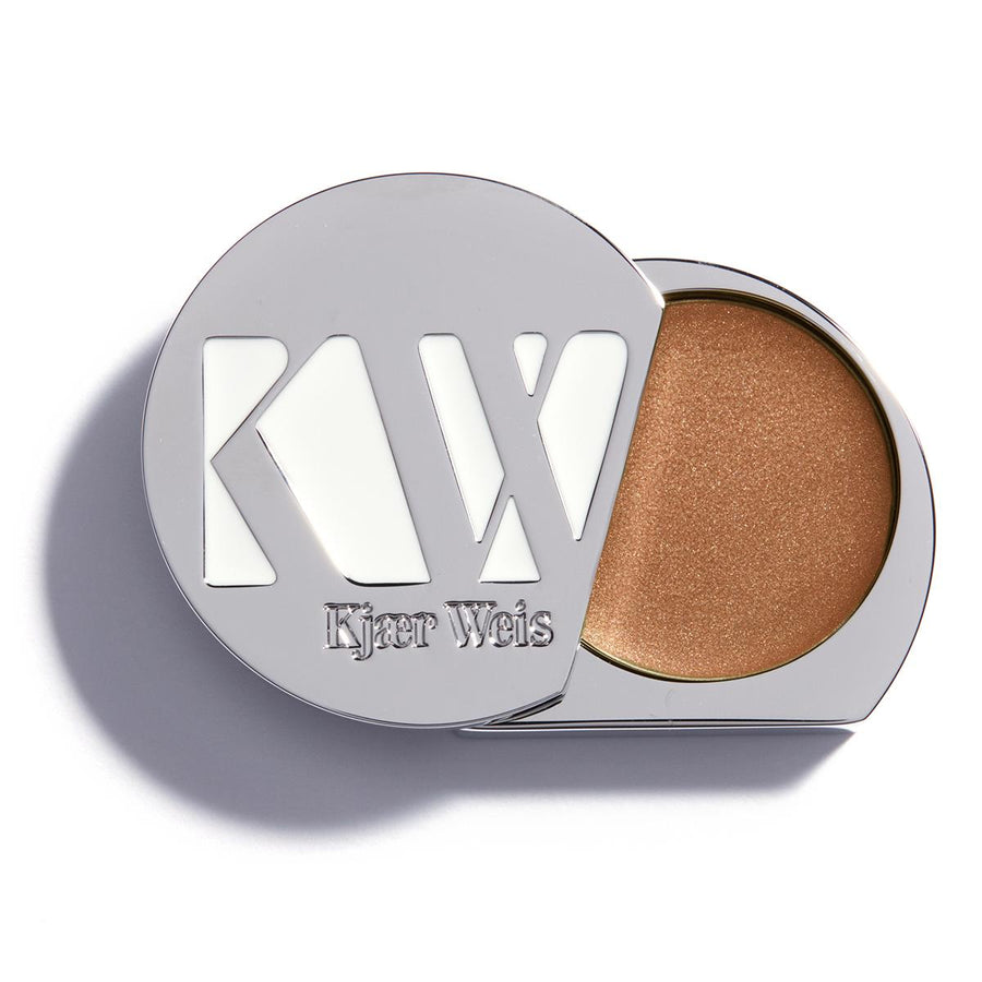 Primary image of Alluring Cream Eye Shadow
