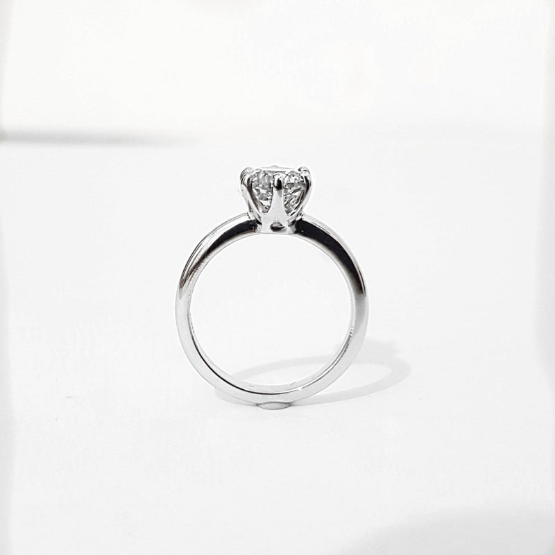 0.90 Carats Solitaire Engagement Ring