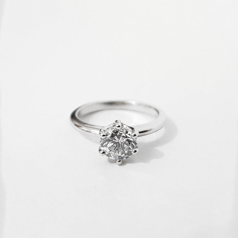 0.90 Carats Solitaire Tiffany Engagement Ring