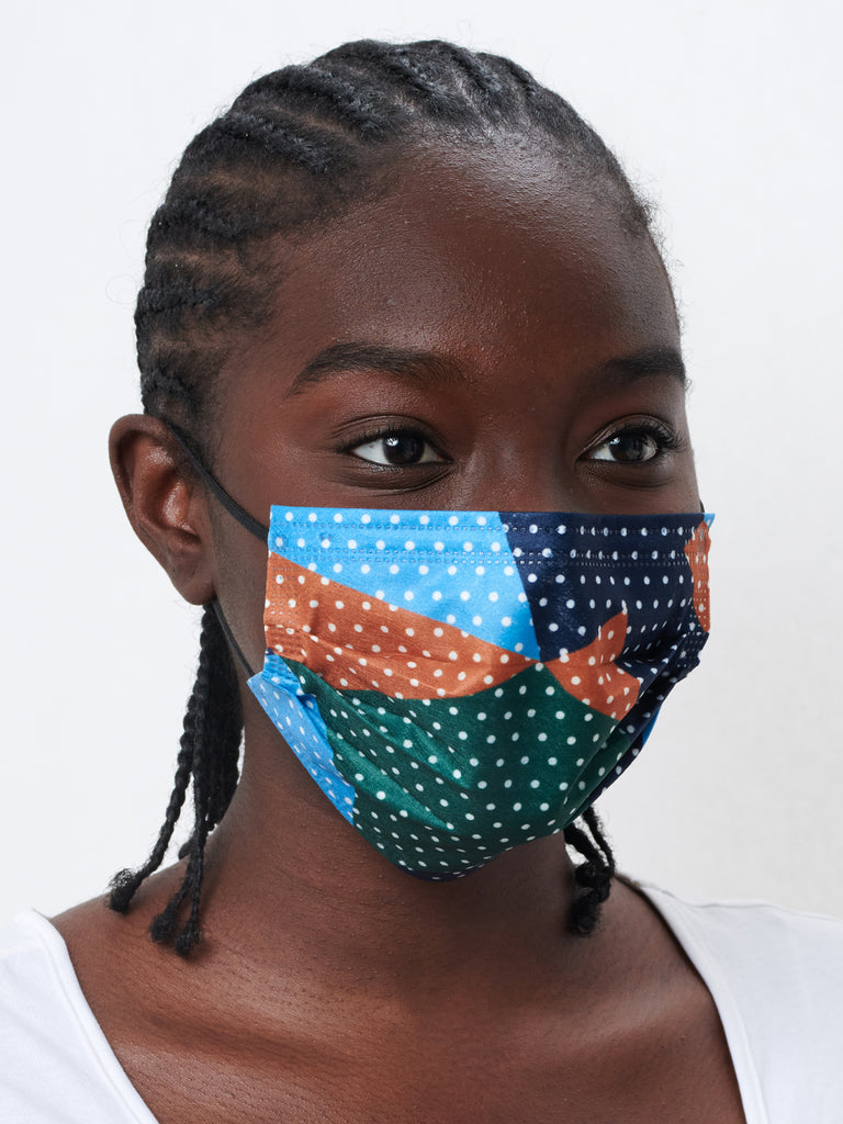 model wearing barrière unisex disposable medical face mask in polka dot collage print