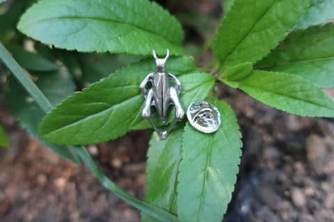 Grasshopper Lapel Pin