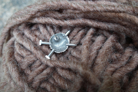 Knitting Needles Lapel Pin