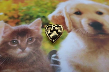 Heart and Paw Gold Lapel Pin