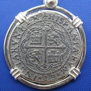 '2 Reale' Round Spanish Shipwreck Treasure Coin Replica Pendant