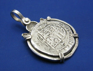 '2 Reale' Pirate Treasure Doubloon Replica with Skull Bezel