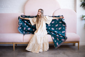 Comfort design woven blanket made with sustainable materials