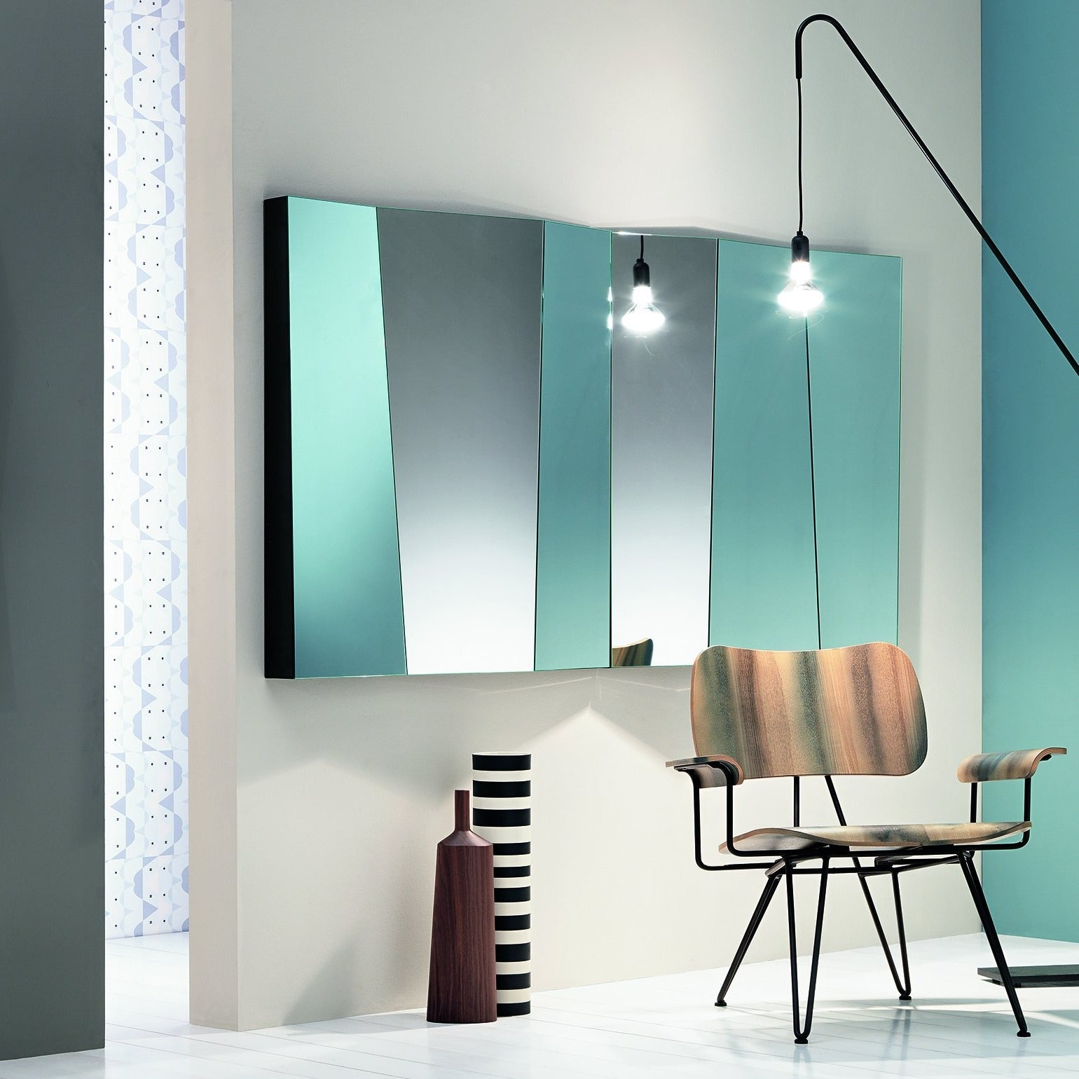 2No. mirrors aligned, size : 98 x 9 x h 98 cm.