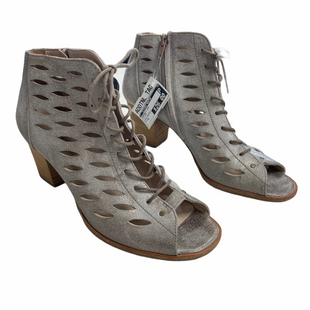 Primary Photo - BRAND:    PAUL GREENSTYLE: SANDALS LOW COLOR: SILVER SIZE: 8 SKU: 116-116134-9604
