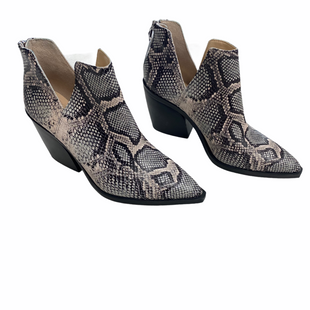 Primary Photo - BRAND: VINCE CAMUTO STYLE: BOOTS ANKLE COLOR: SNAKESKIN PRINT SIZE: 8.5 SKU: 116-116134-9603
