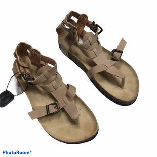Primary Photo - BRAND:    CLOTHES MENTOR STYLE: SANDALS FLAT COLOR: TAN SIZE: 8.5 SKU: 116-116134-9675