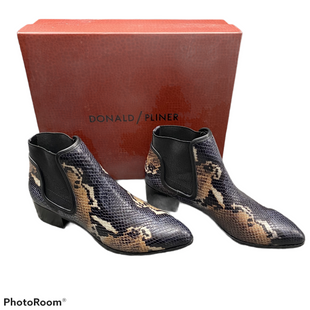 Boots Ankle By Donald Pliner  Size: 6 - BRAND: DONALD PLINER STYLE: BOOTS ANKLE COLOR: SNAKESKIN PRINT SIZE: 6 OTHER INFO: MSRP $258 SKU: 116-116141-8910