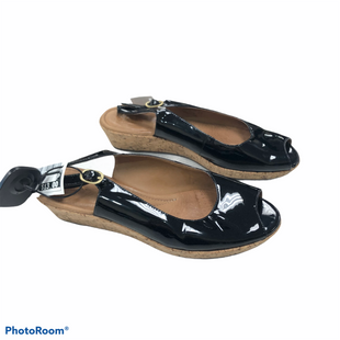Primary Photo - BRAND: CLARKS STYLE: FLIP FLOPS COLOR: NAVY SIZE: 8 SKU: 116-116126-35663