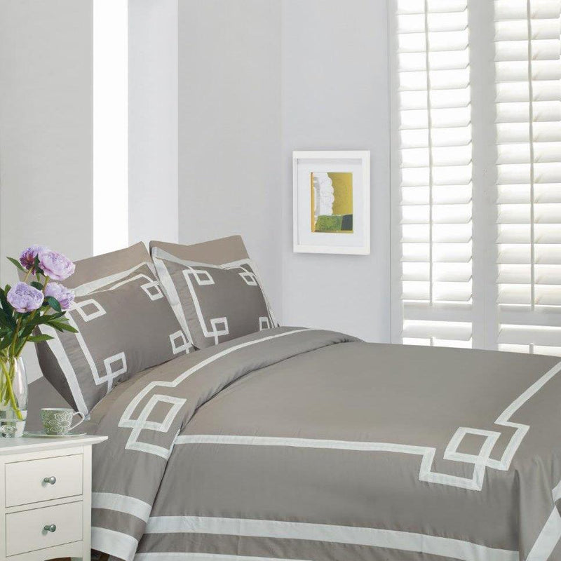 Mayfair 4 Piece Bedding Set