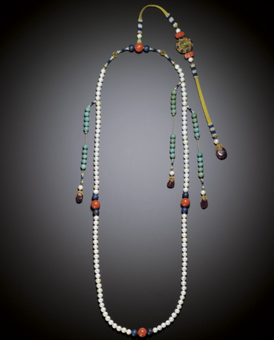 Imperial pearl court necklace with large red tourmaline beads, Qing Dynasty (1644-1911). (Sothebys)