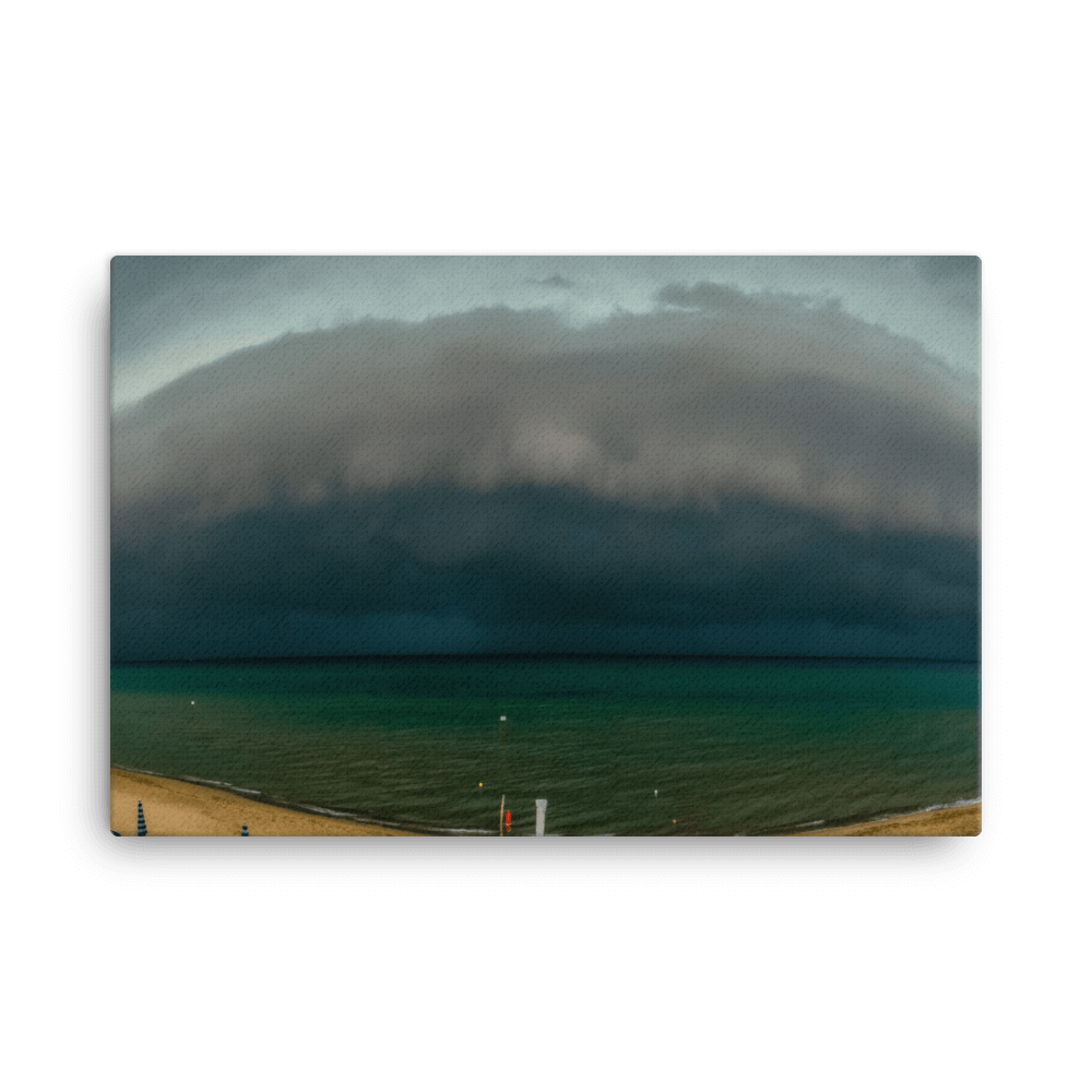 Shelf cloud in San Vincenzo