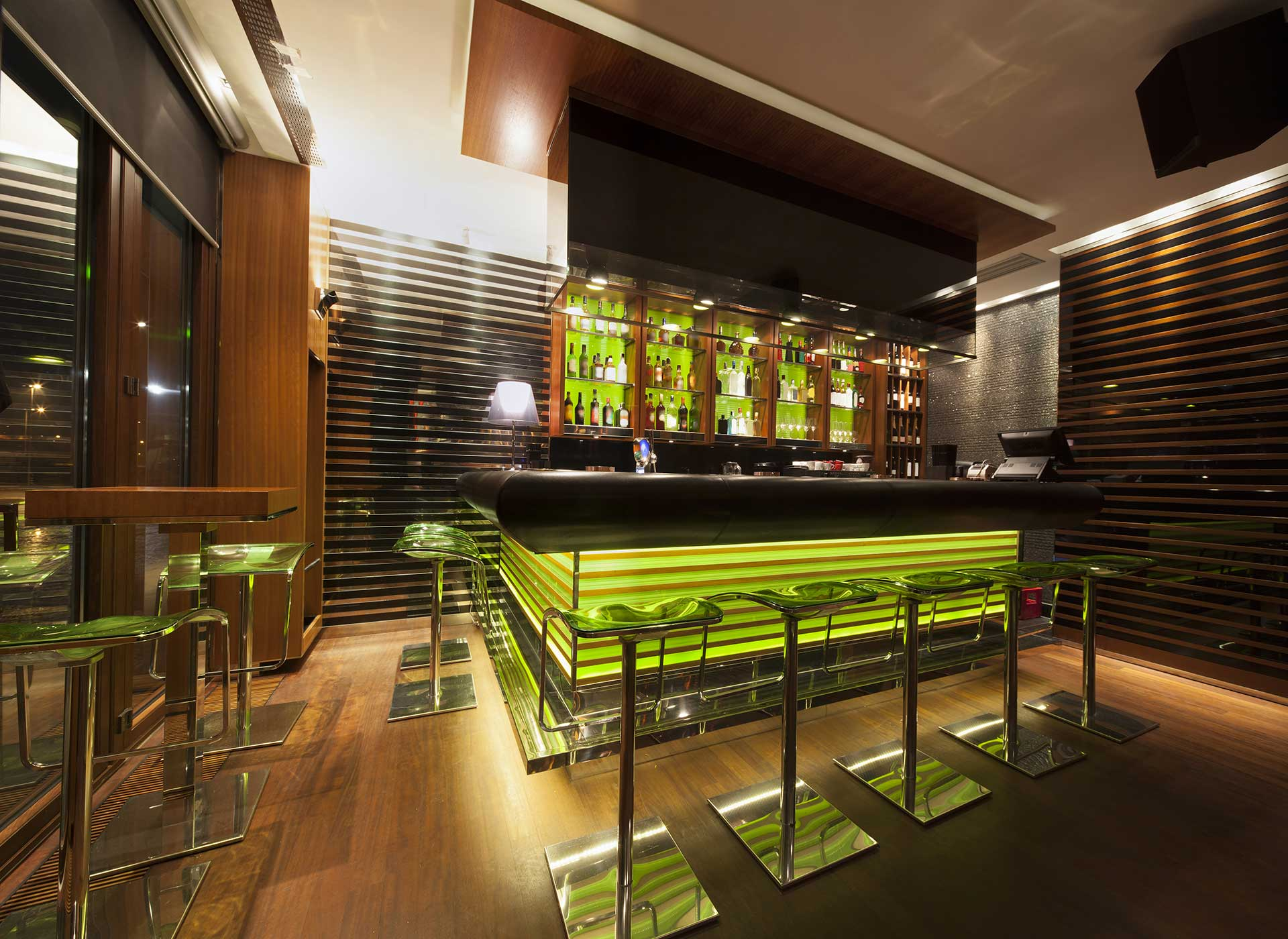 Laminate Floors & Wood Flooring Suitable For Bars