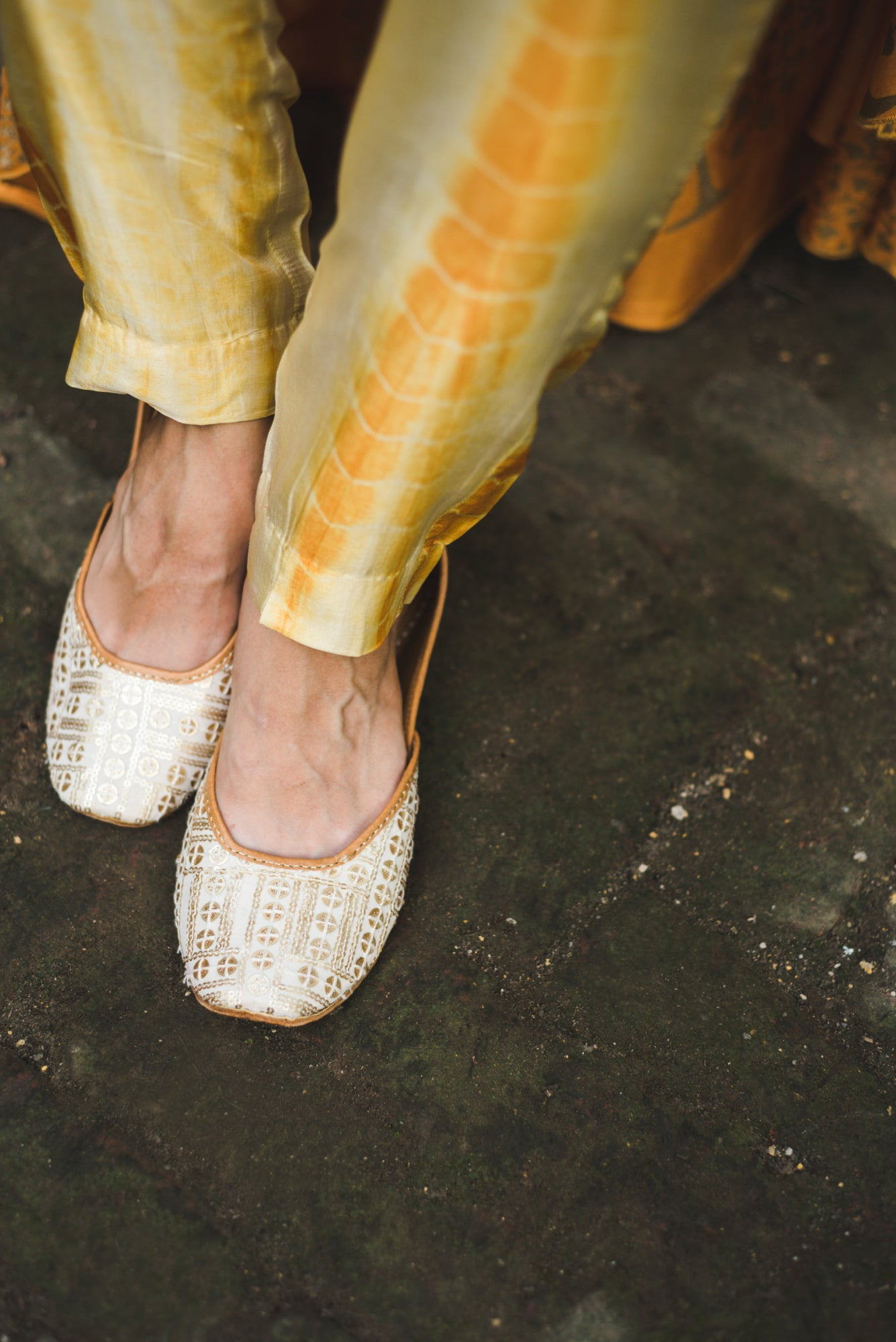 Cream Juttis in Leather with Detailed Hand Embroidery & Embellishment