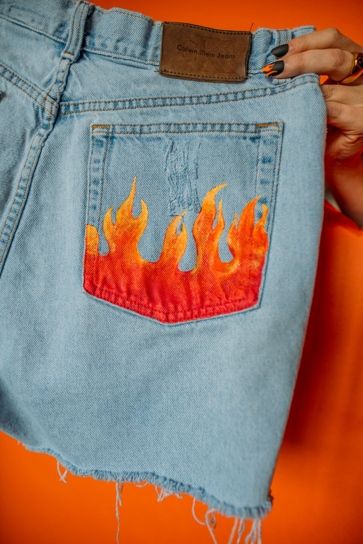 Flames Short High-Waisted Size (16)