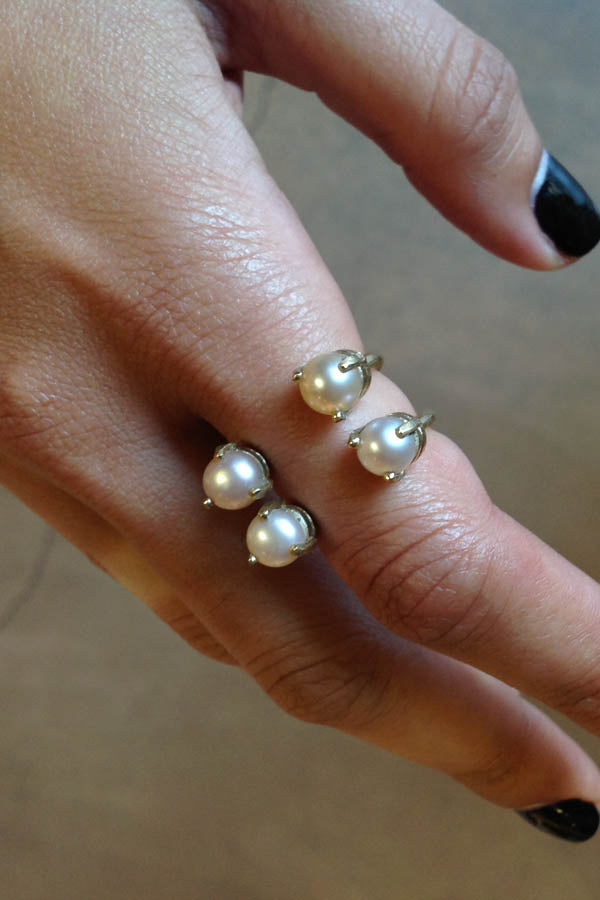 Double Wave Pearl Ring