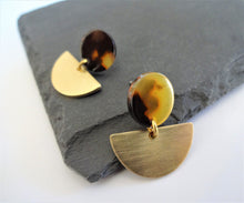 Load image into Gallery viewer, Tortoise shell earrings
