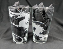 Load image into Gallery viewer, Dragon Etched Pint