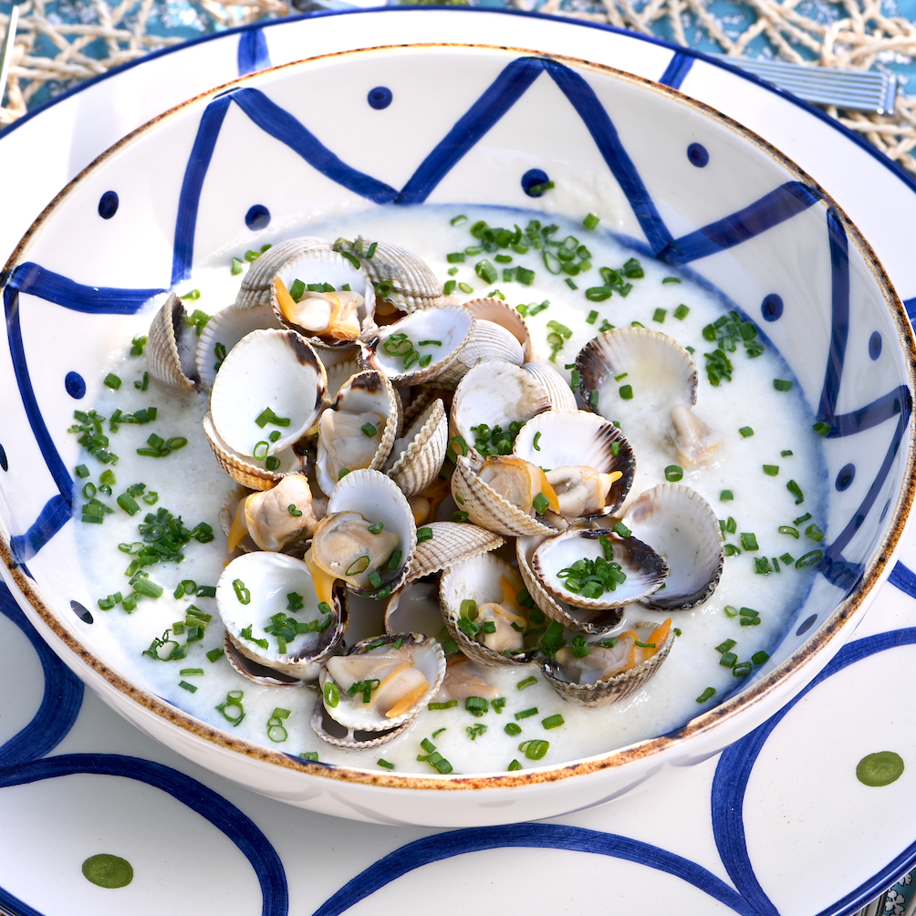 Tasty summer: white asparagus gazpacho with cockles