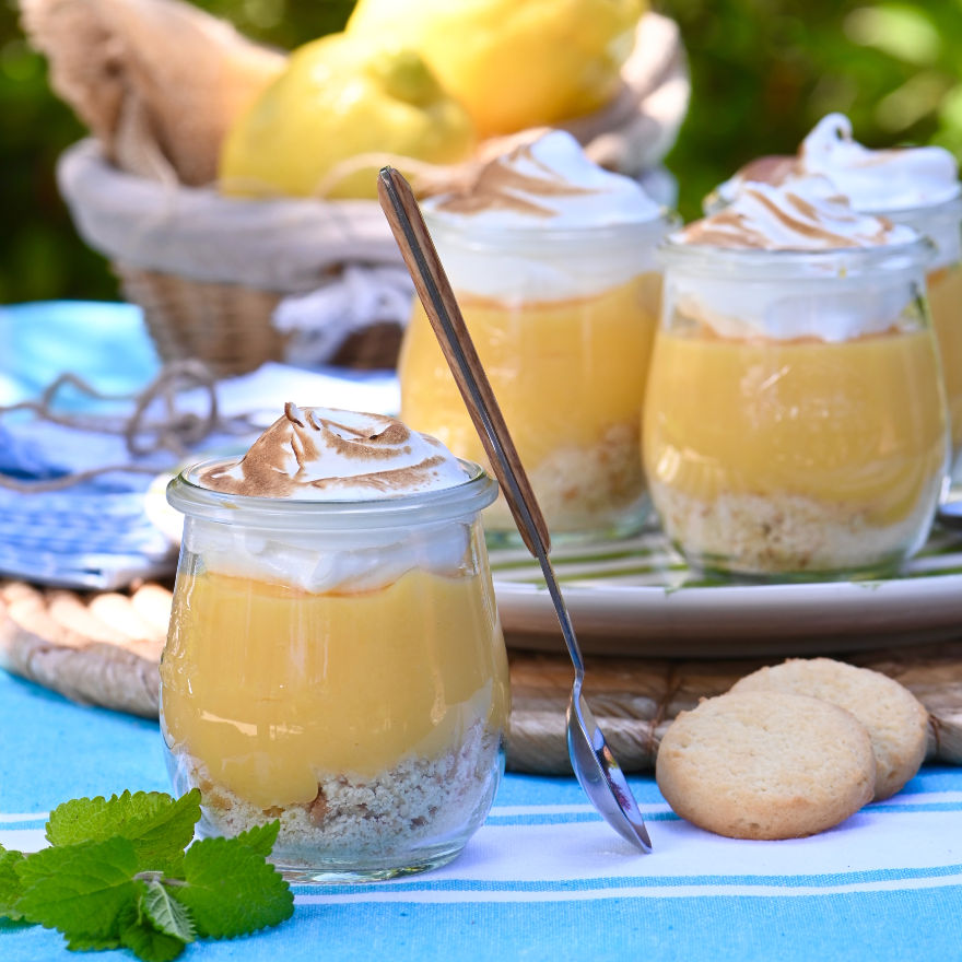 Lemon cake in a glass: a dessert to repeat