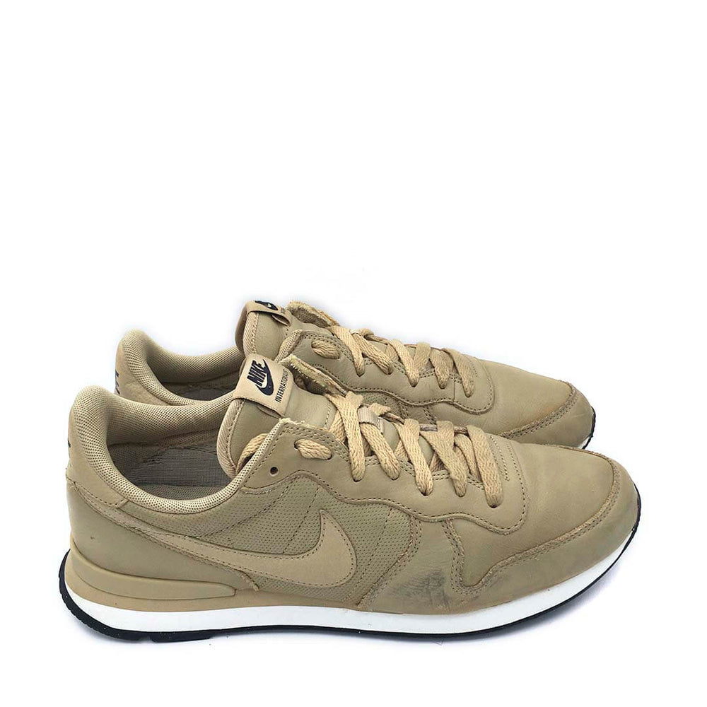 Internationalist 'Mushroom/Black/Sail'