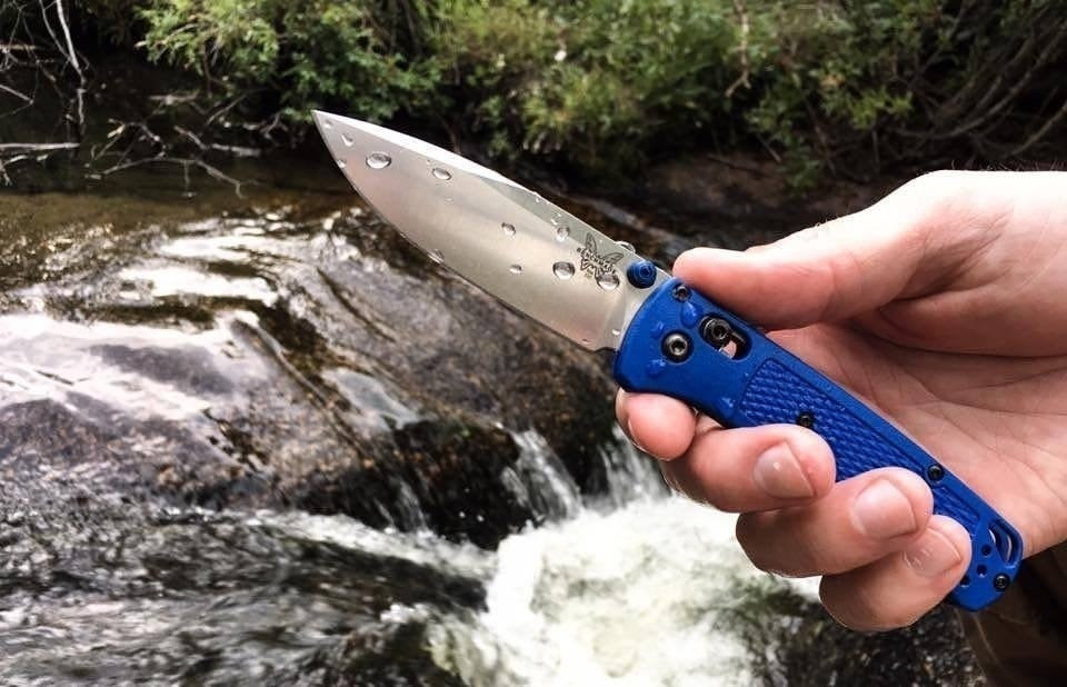 'MB 535 Bugout AXIS lock Folding Knife 3.24'' S30V Satin Plain Blade Blue Grivory Handles pocket knives with clip''