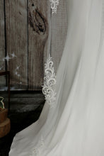 Load image into Gallery viewer, Bridal Apparel Swirl Lace Train Veil || CGC574B