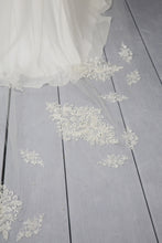 Load image into Gallery viewer, Bridal Apparel Lace Train Veil with Pearl || CGC575B