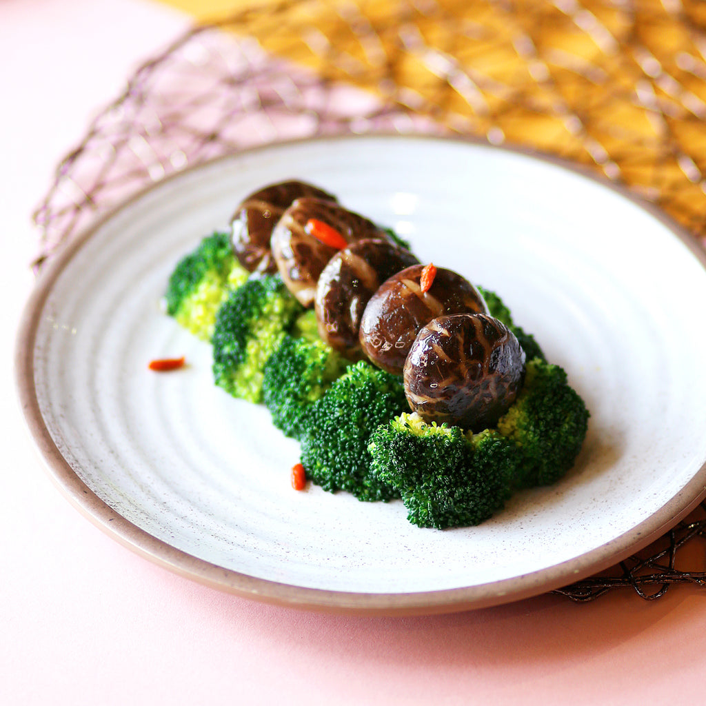 Braised Chinese Mushrooms with Broccoli