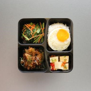 Stir-fried Chicken with Spring Onions & Ginger served with White Rice, Seasonal Vegetables, Fried Egg & Beancurd