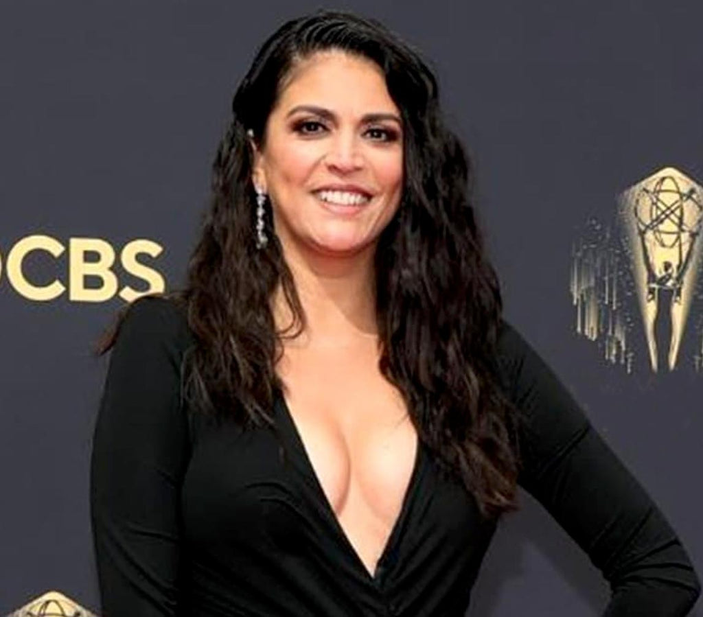 Cecily Strong wears Gismondi earrings to the 2021 Emmy Awards
