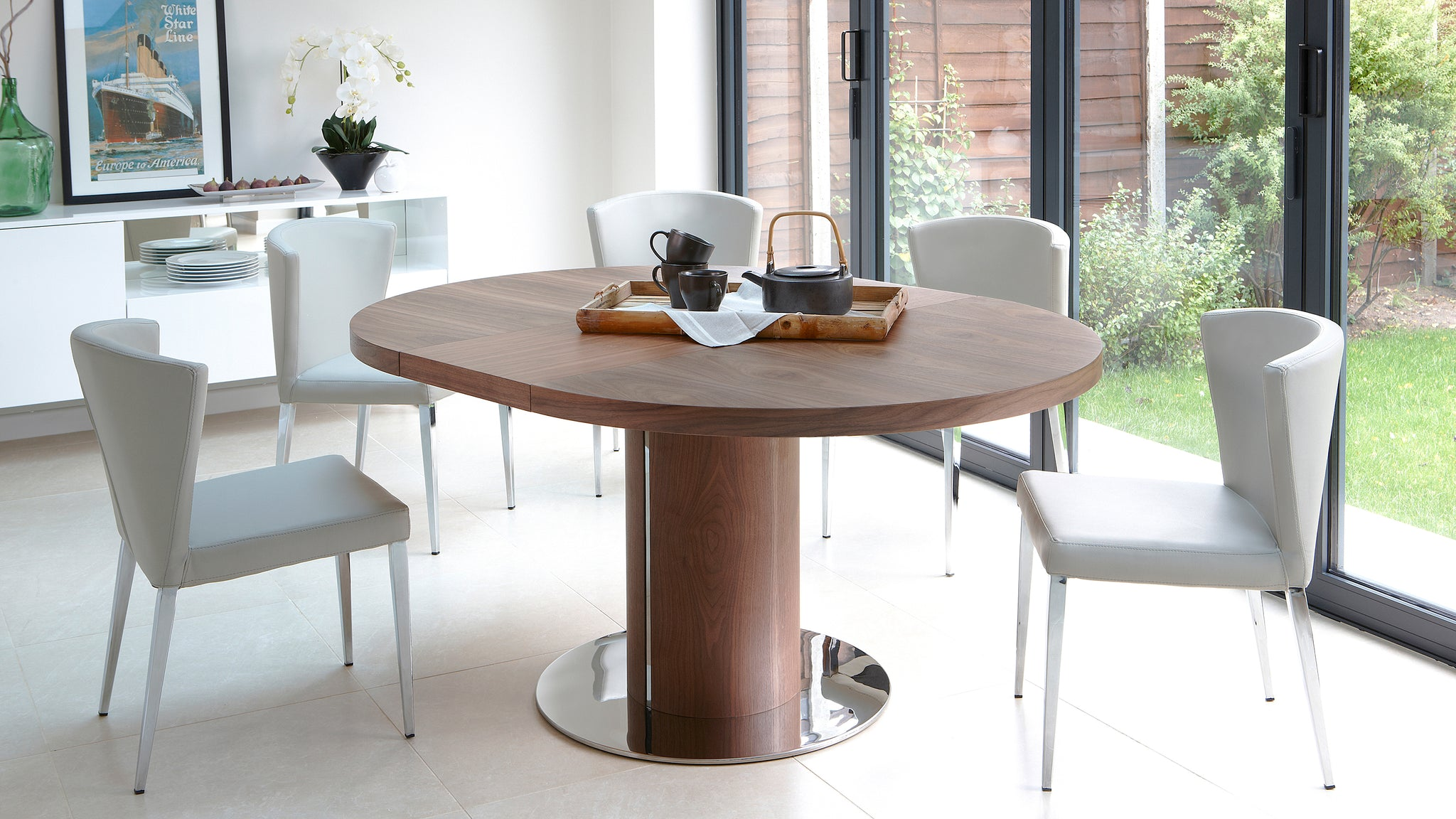 Picture of: Curva Round Walnut Extending Dining Table Danetti