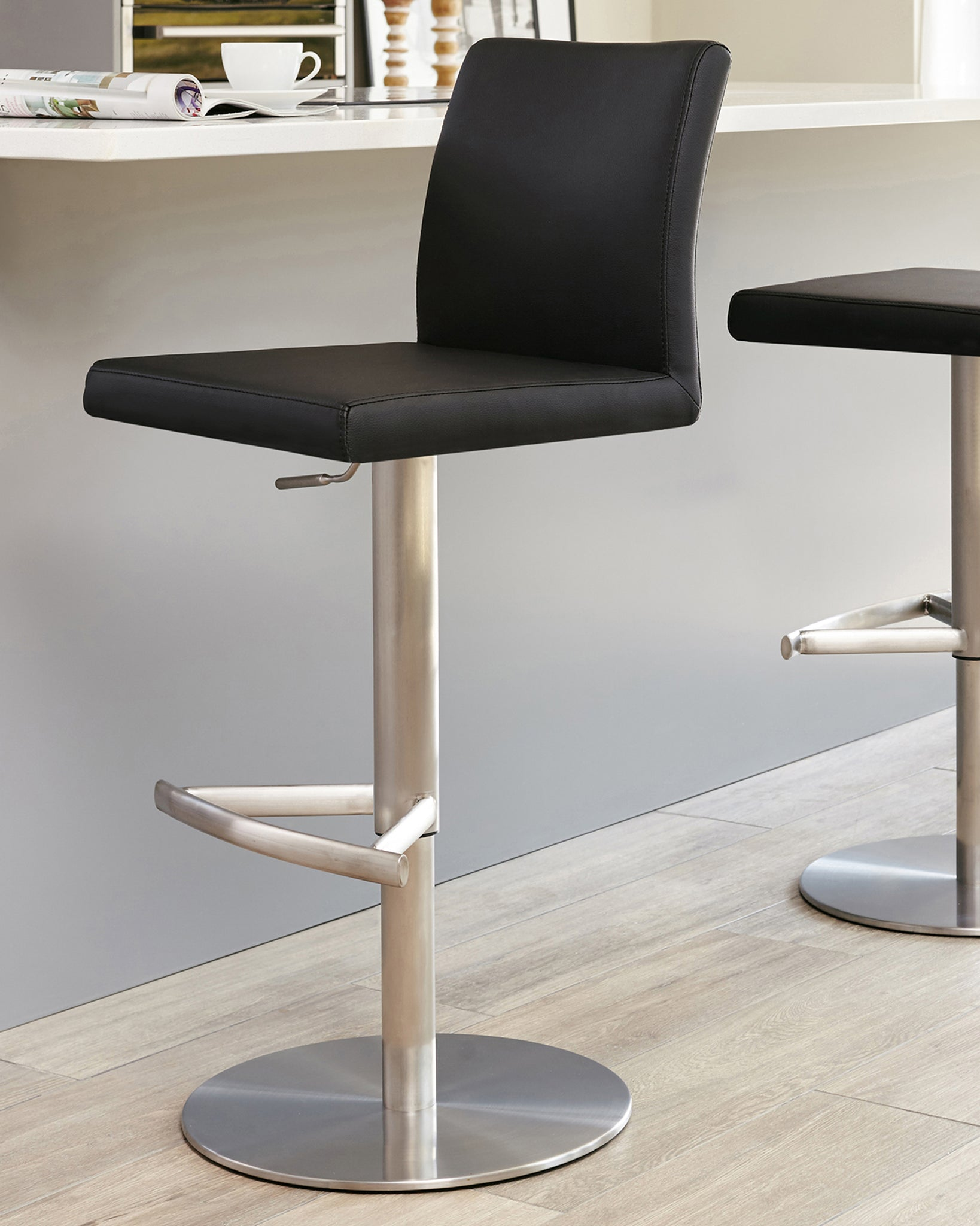 Grande White Glass And Elise Gas Lift Bar Stool Set