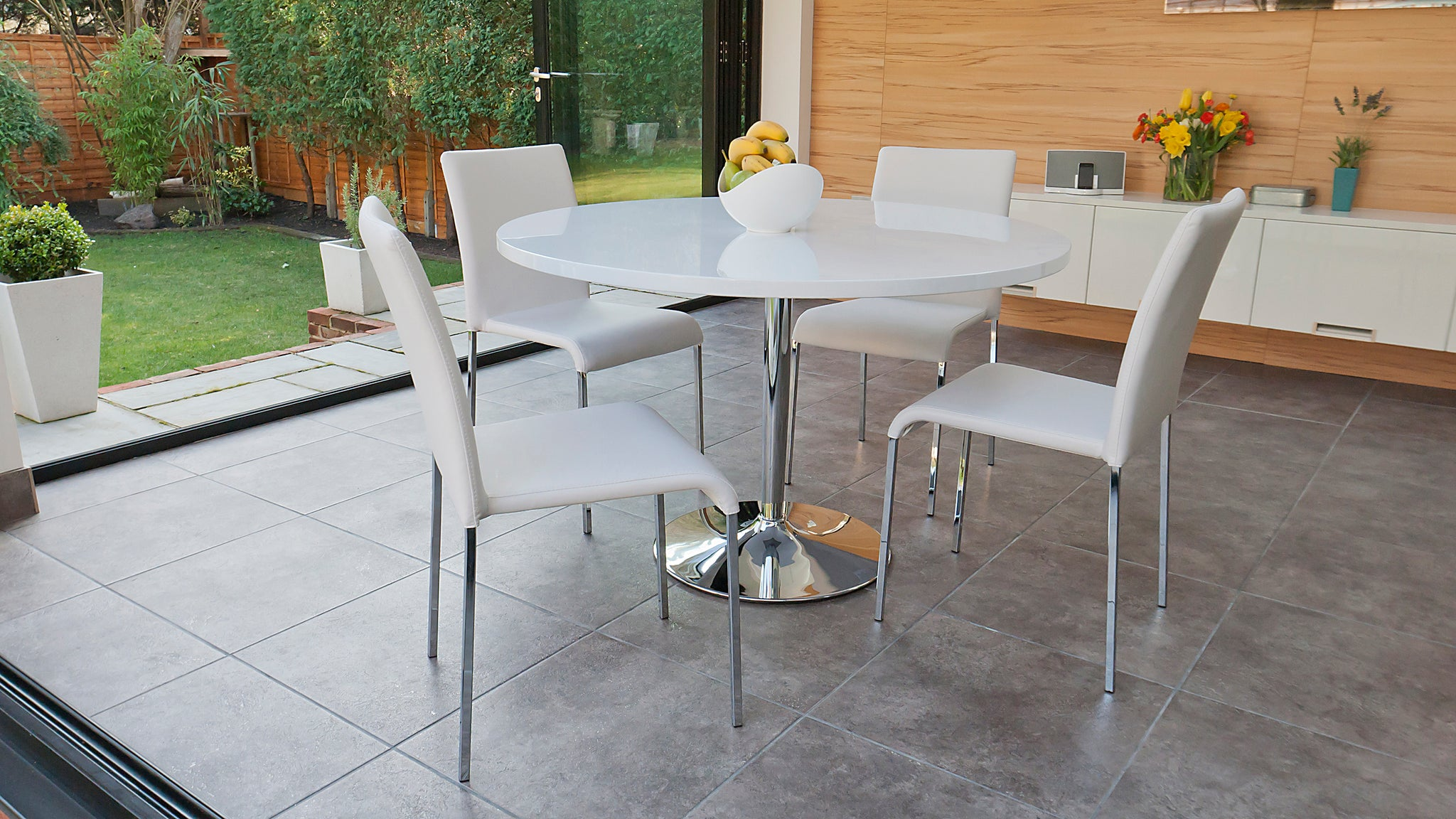 Naro White Round And Tori 4 Seater Dining Set