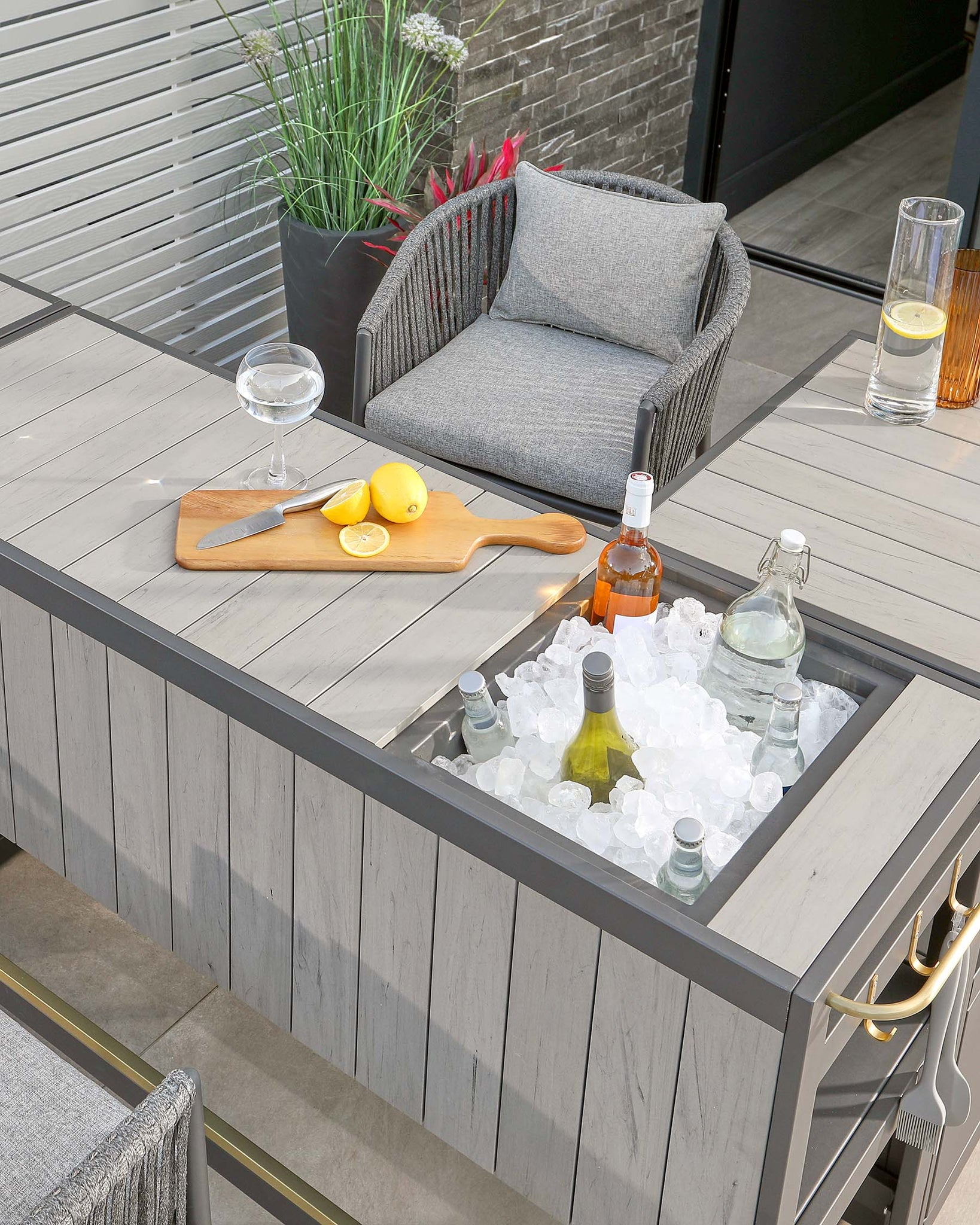 Palm Outdoor Garden Bar And Ice Bucket