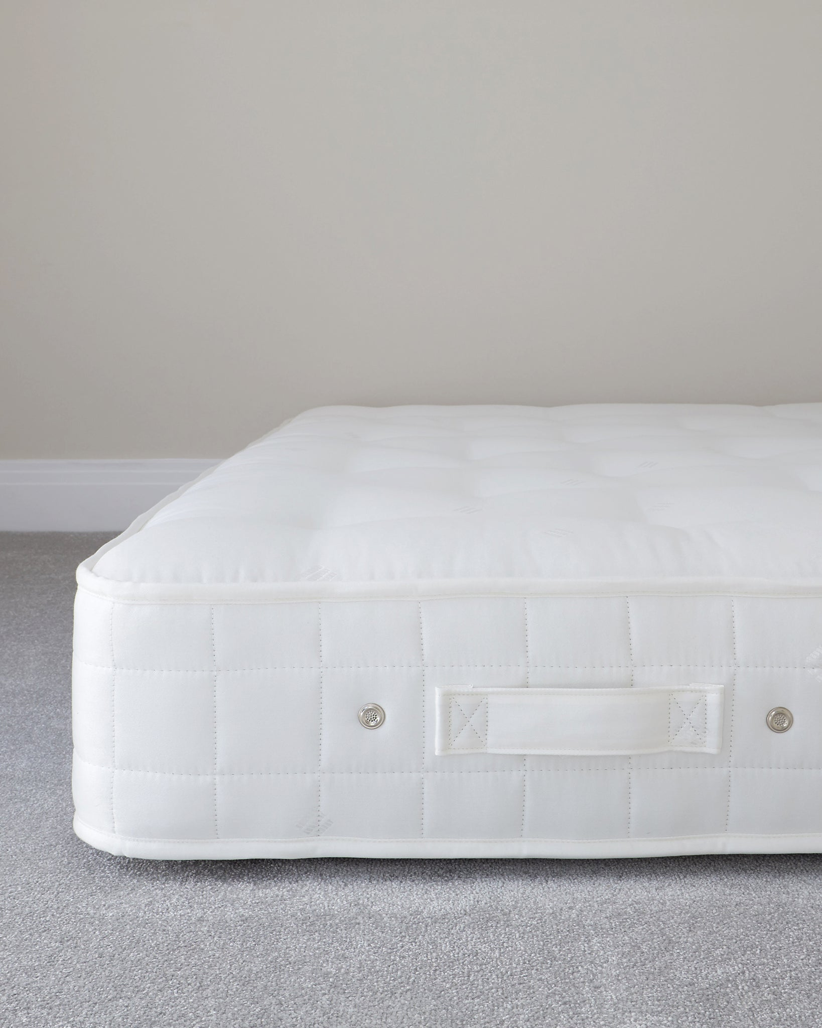 Plush Deluxe White 1400 Pocket Spring Firm Tension Super King Mattress