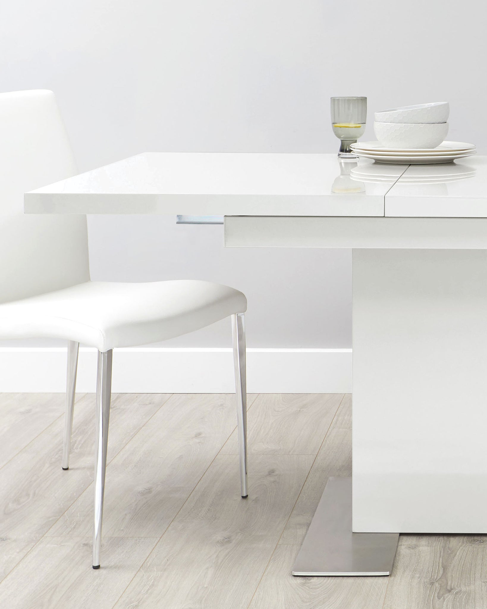 Sanza And Fern White Gloss Extending Dining Set