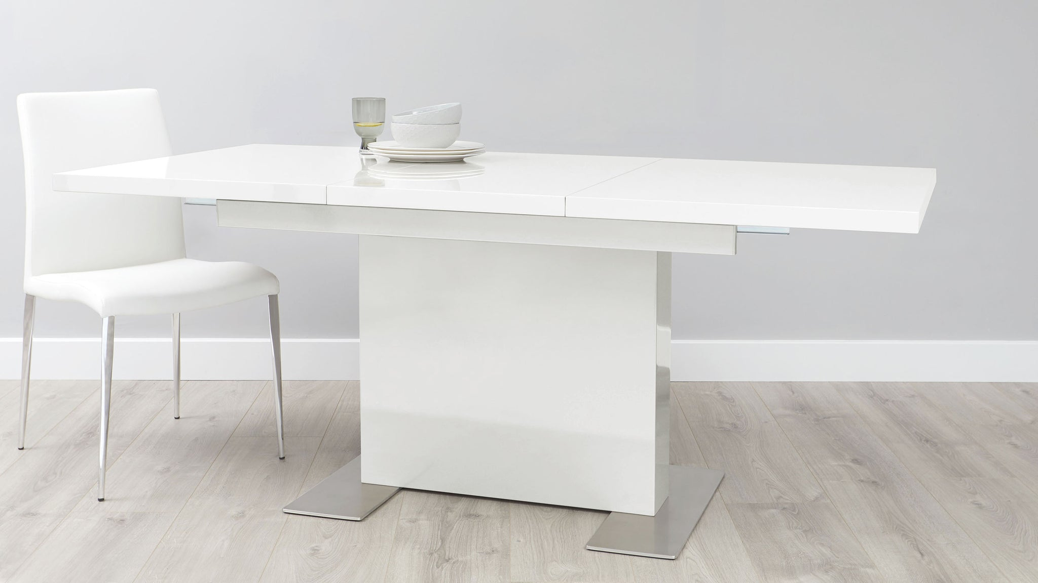Sanza White Gloss Large Extending Dining Table