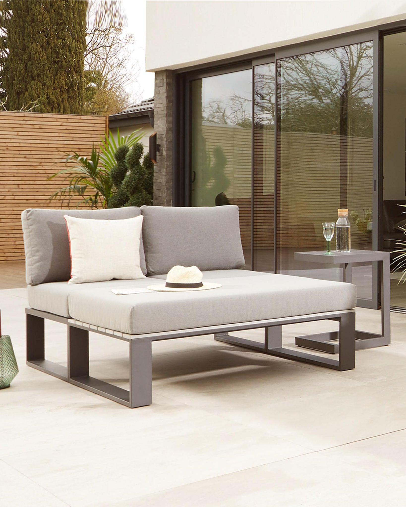 Savannah Grey Daybed Garden Set