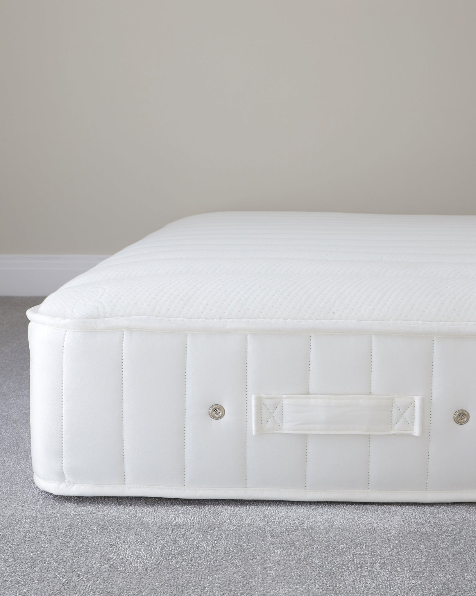 Sumptuous Luxury White Quilted 1400 Pocket Spring Firm Tension King Size Mattress
